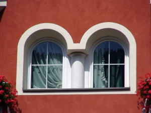 1383071_window_in_the_facade_of_dolomite_house